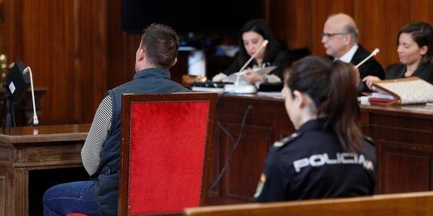 El condenado, durante el juicio celebrado en la Audiencia de
