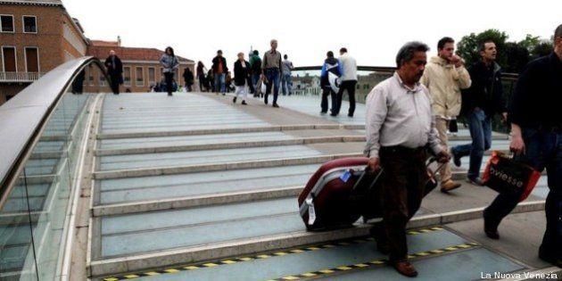 Venezia, Ponte di Calatrava: spese folli per sostituire i gradini, costano fino a 7mila euro l'uno