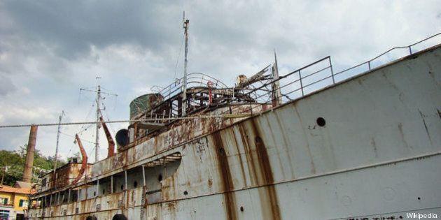 Lo yacht Williamsburg a La Spezia: la nave di Truman rischia l'affondamento (FOTO,