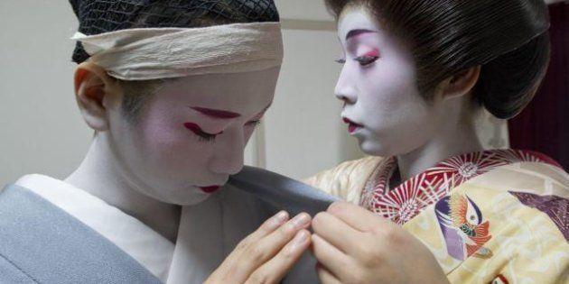 Giappone, la vita di Eitaro, il primo uomo Geisha