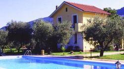 Cosentino, domiciliari d'oro nell'oasi verde con piscina