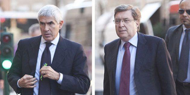 Il momento è serio e le cravatte dei parlamentari si adeguano...