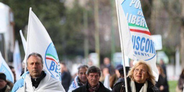La chiusura stanca della campagna di Berlusconi. Anche Grillo diventa comunista e pericoloso. E sull'Imu...