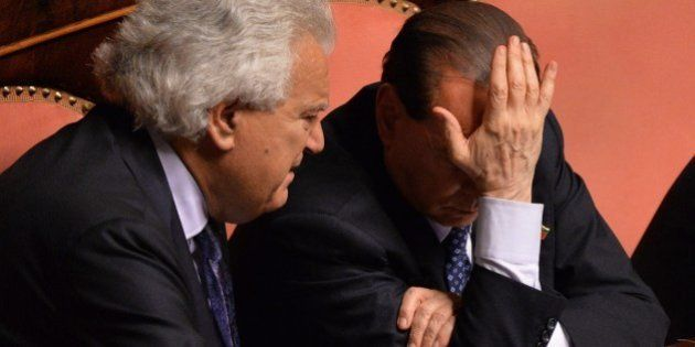 Fiducia a Letta, dietro la resa di Berlusconi. Le lacrime di Denis Verdini:
