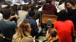 Università, disastro in aula. Tutti in piedi o seduti per