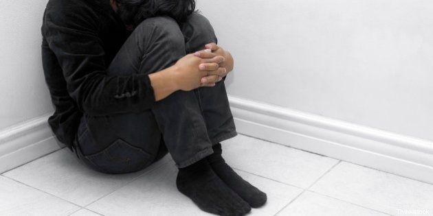 Omofobia, aggrediti due giovani a Sassari. Calci e pugni perché gay