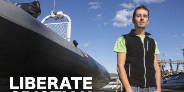 Greepeace Cristian D'Alessandro incriminato per pirateria in Russia. Rischia fino a 15 anni di
