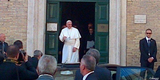 Papa Francesco, gesuita tra i gesuiti. All'omelia ricorda padre Paolo