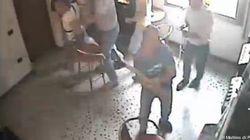 VIDEO Armato di ascia spacca 7 videopoker per vendetta. Aveva perso 5 mila