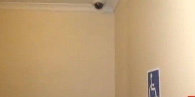 Australia, telecamere di sorveglianza nei bagni pubblici contro gli atti vandalici: è polemica