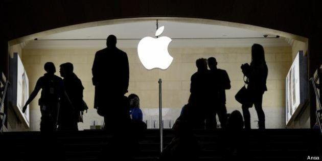 Apple, l'accusa del Congresso: maxi evasione da 74 miliardi. La difesa di Tim Cook oggi in