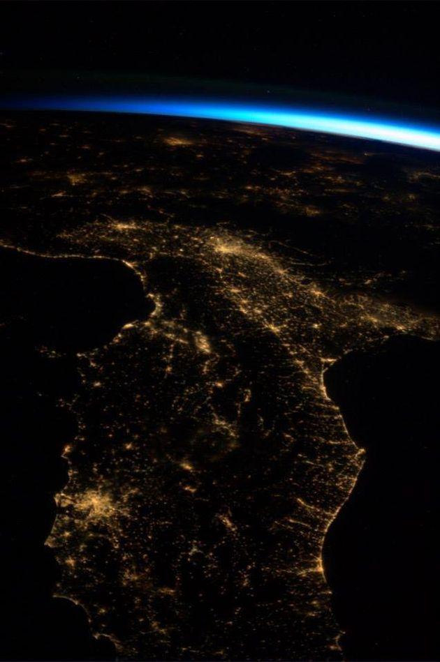 FOTO Luca Parmitano, lo scatto dell'astronauta italiano. L'alba dalla spazio sull'Italia che