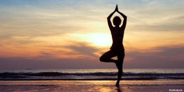 Yoga al mare. Le sequenze per rilassarsi al mattino e al tramonto