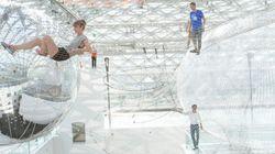 Vertigini al museo, visitatori sospesi a 25 metri