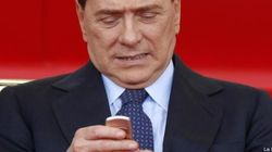 Sentenza Mediaset, Silvio Berlusconi e gli sms degli amici prima del verdetto. L'ironia della rete