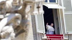 Francesco batte Caronte: a migliaia sfidano il caldo per