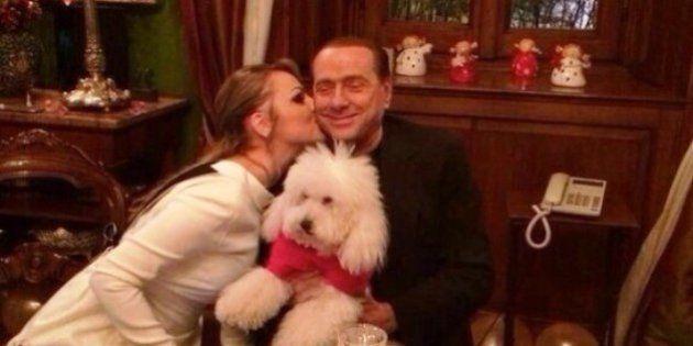 Silvio Berlusconi, Francesca Pascale e Dudù festeggiano il Capodanno. Le foto in esclusiva sul Tempo