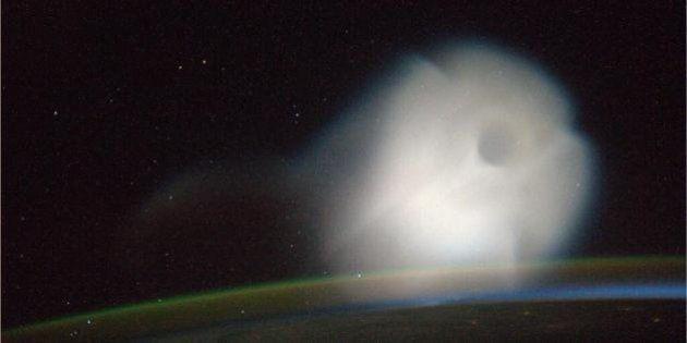 Luca Parmitano fotografa un missile e una nube di Gas. Due nuovi scatti dopo l'aurora boreale