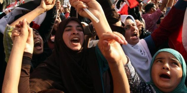Egitto, condannati a morte 529 sostenitori di Mohammed Morsi. Anche la guida spirituale dei Fratelli