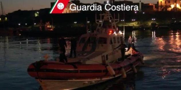 Lampedusa, un barcone con 250 migranti a bordo si ribalta nel canale di Sicilia