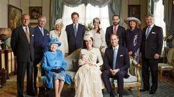 Ecco la foto ufficiale del battesimo del Royal Baby. E Kate va a una cena di gala