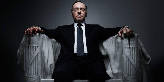 House of Cards su Sky va in scena la serie televisiva che racconta potere, favori e minacce alla Casa...