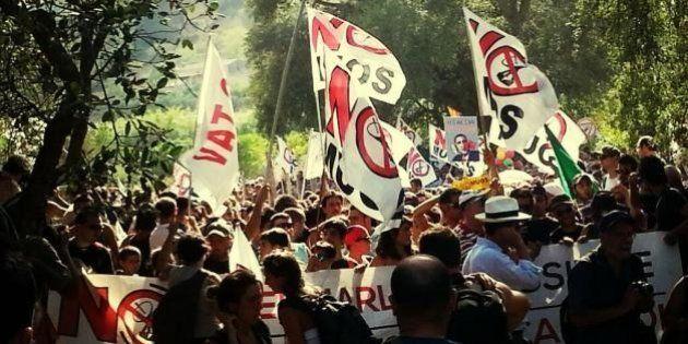 No Muos: attivisti entrano nella base americana di Niscemi. Scontri con la polizia
