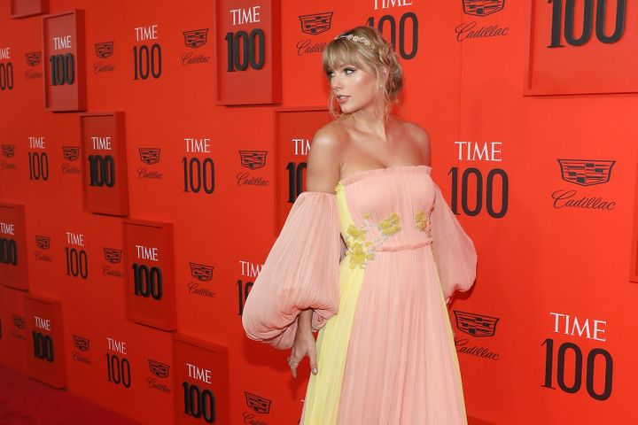 The dress featured an interesting yellow detail on the front that looked similar to Swift's flower crown.
