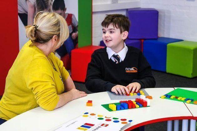 Este Lego en braille facilitará la vida a los niños con discapacidad