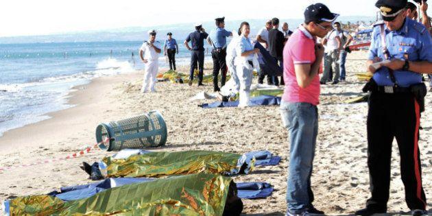 Migranti morti a Catania, erano tutti giovani egiziani. Fermati due presunti scafisti, c'è ipotesi