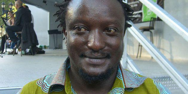 Binyavanga Wainaina fa coming out in Kenya dove l'omosessualità è un reato. Polemiche per l'articolo...