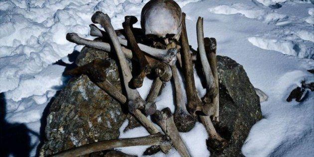 Scheletri umani nel lago di Roopkunf: uomini uccisi da una grandinata 2800 anni fa