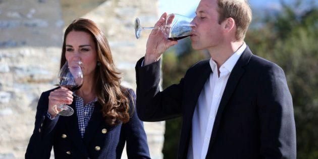 Kate Middleton ancora incinta? Il William lascia intendere, ma lei smentisce. E beve
