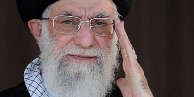 Iran, Ali Khamenei proibisce le chat su internet tra uomini e donne non