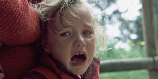 Torino, bimbo mangia una caramella e rischia di morire soffocato. Le sue condizioni sono molto critiche