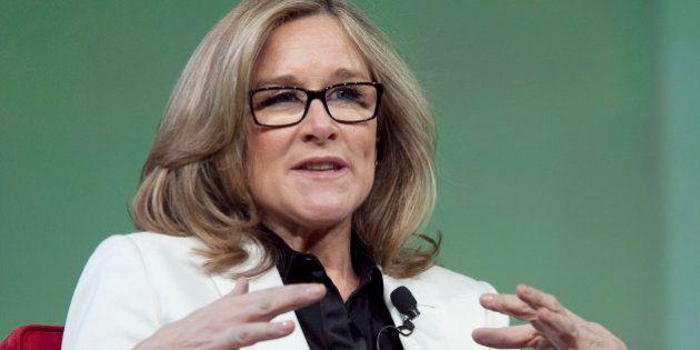 Angela Ahrendts alla guida degli Apple store. La mela punta ancora sul lusso e sceglie l'ad di