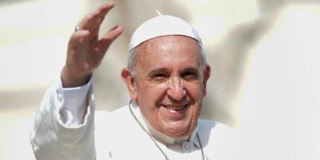 Papa Francesco rende al combattente Bertone l'onore delle
