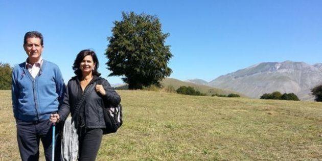 Laura Boldrini in montagna (con kefia): pubblica la foto su Facebook e cita Tiziano Terzani