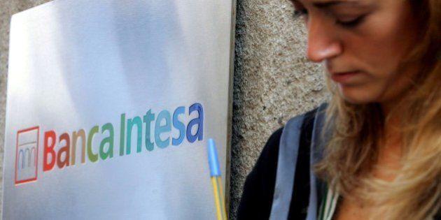 Intesa Sanpaolo fa pulizia nei conti e chiude il 2013 con un rosso di 4,55 miliardi. Annuncia cessioni...