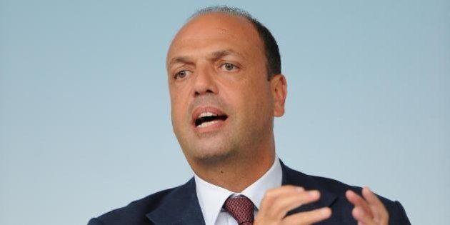 Angelino Alfano, conferenza stampa di ferragosto