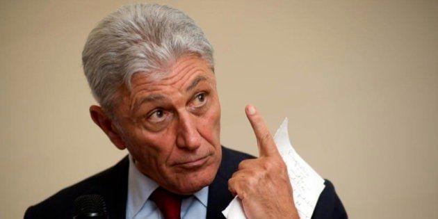 Antonio Bassolino assolto: era imputato per irregolarità nella gestione del ciclo dei rifiuti in