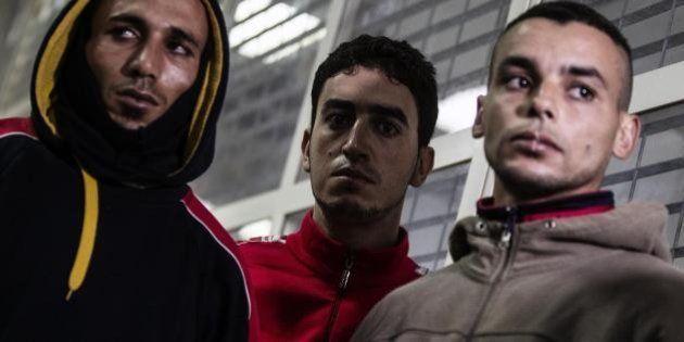 Cie Ponte Galeria a Roma, nuova protesta choc: tredici immigrati si cuciono la bocca