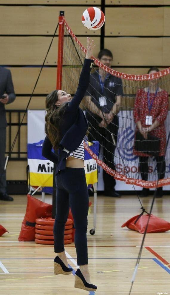 Kate Middleton gioca a pallavolo. La sua forma perfetta a pochi mesi dal parto