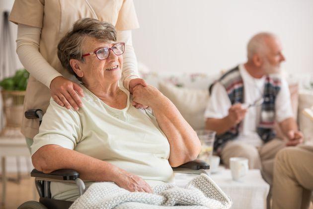 En règle général, les premiers symptômes de la maladie de Parkinson apparaissent...