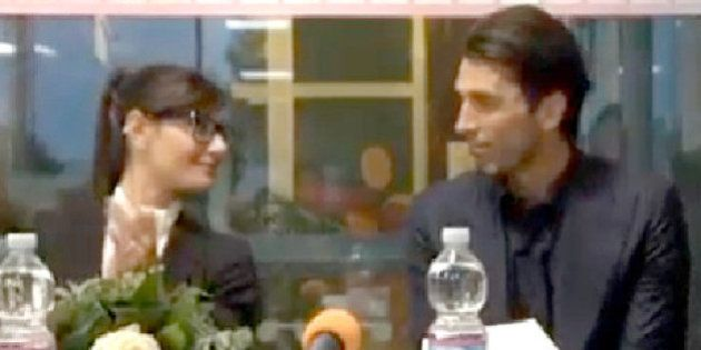 Gianluigi Buffon con Ilaria D'amico come François Hollande: