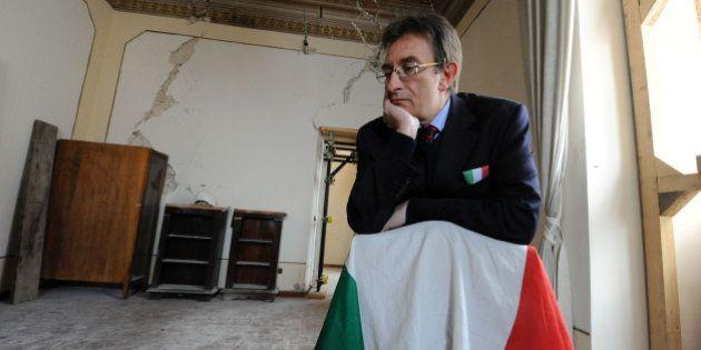 Massimo Cialente si dimette. Il sindaco de L'Aquila travolto dalle inchieste e dalla pressione dei