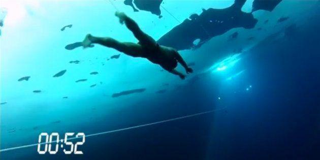Apnea, record del mondo di Stig Severinsen. Ha nuotato sotto il ghiaccio per 76 metri