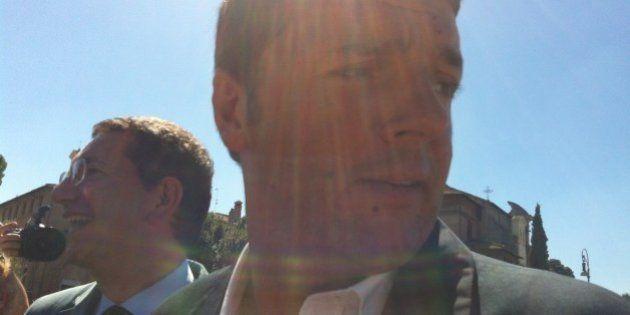 Salta la asseggiata in bici di Matteo Renzi con Ignazio Marino: troppi giornalisti, i due vanno a