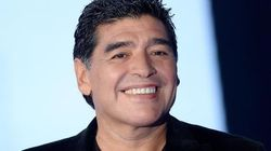 Maradona fa il gesto dell'ombrello a Equitalia