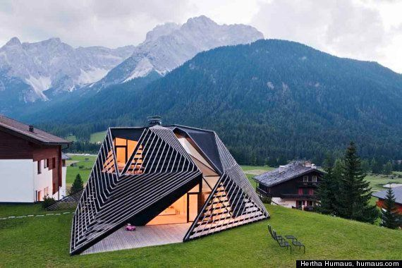 Paramount Residence Alma. La casa di montagna futurista di Plasma Studio